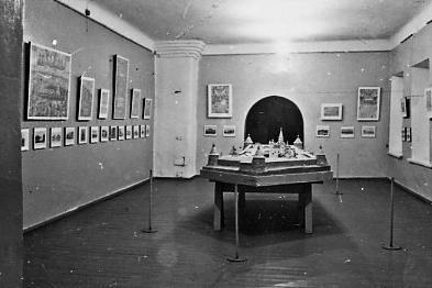 Первая экспозиция Соловецкого музея-заповедника (Настоятельский корпус). В центре – макет Соловецкого монастыря, выполненный художником П.А. Любимским (1969 г.)