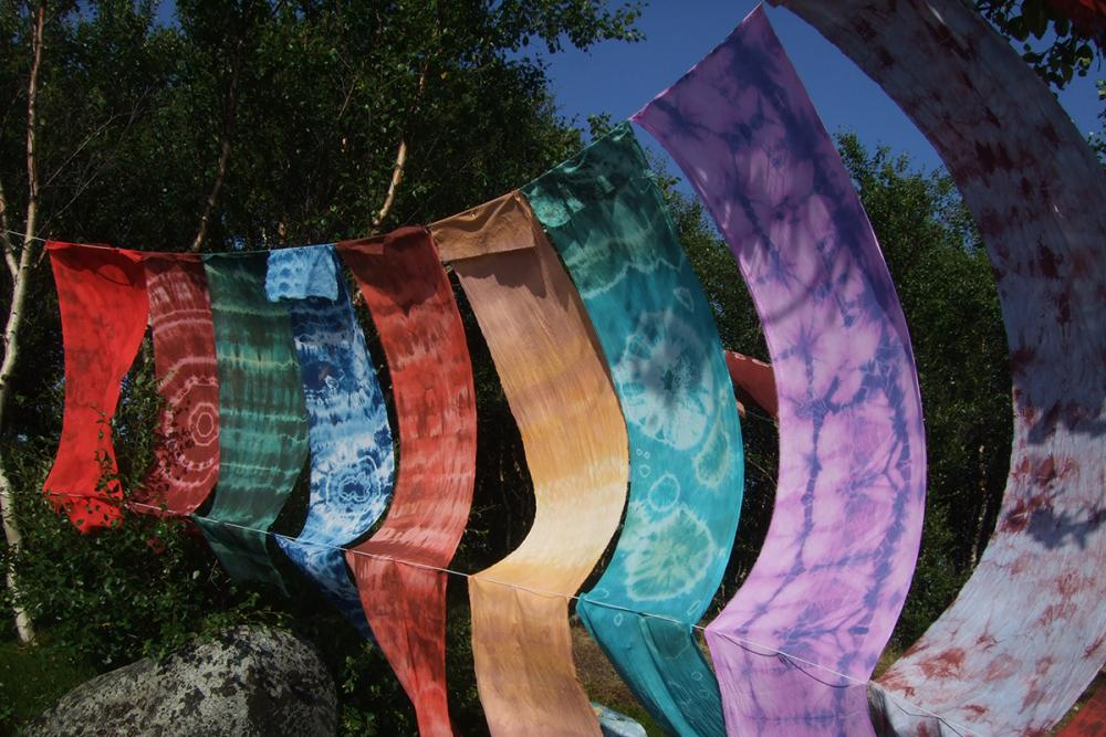 На ветру (фрагмент выставки «Ткани моря»)