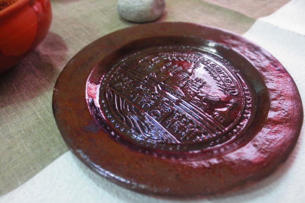 Тарелка с изображением Соловецкого монастыря. Аналог исторического изделия. Работа студентов УдГУ