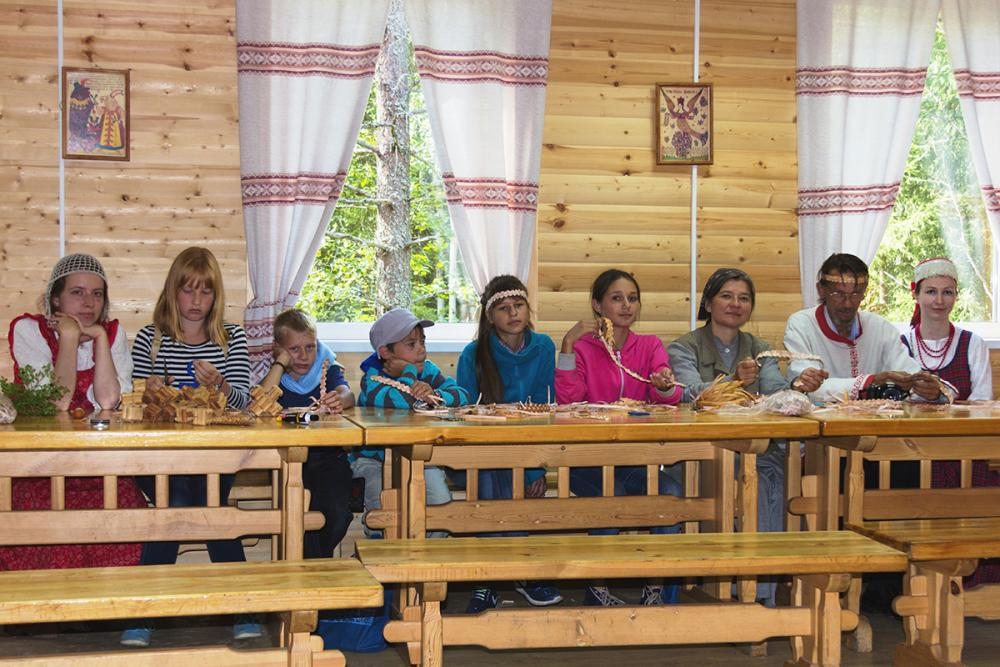 Мастер-класс по плетению из бересты в Малых Корелах