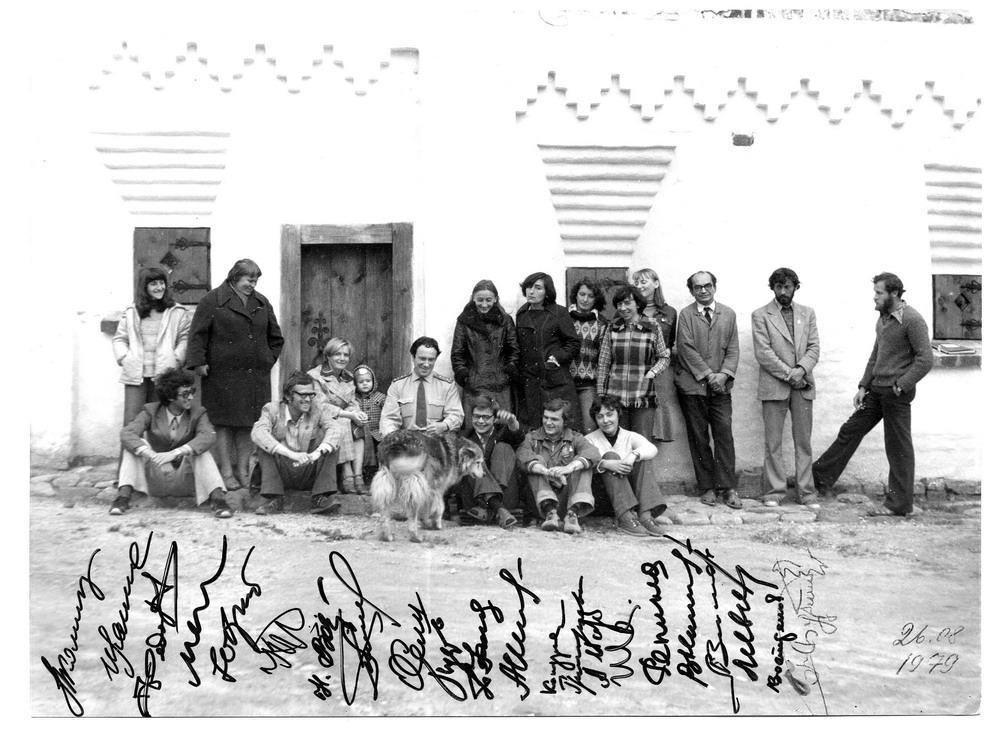 Н.А. Никишин - крайний слева в нижнем ряду. Фото из архива Соловецкого музея-заповедника.