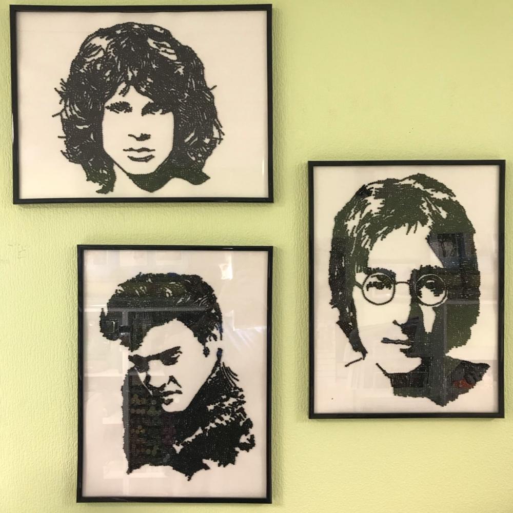 Портреты из бисера в исполнении Павла. Крепились по одной штучке.
