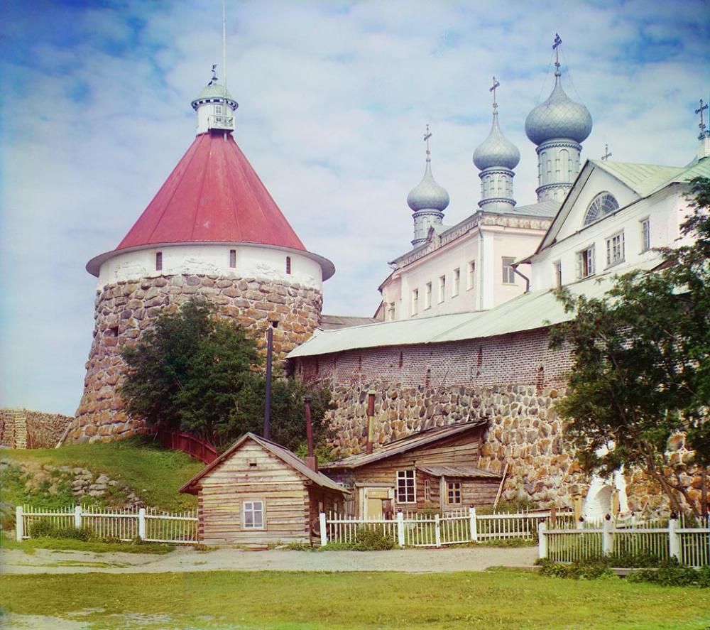 Общий вид Соловецкого монастыря. Фотограф Прокудин-Горский. 1916 г.