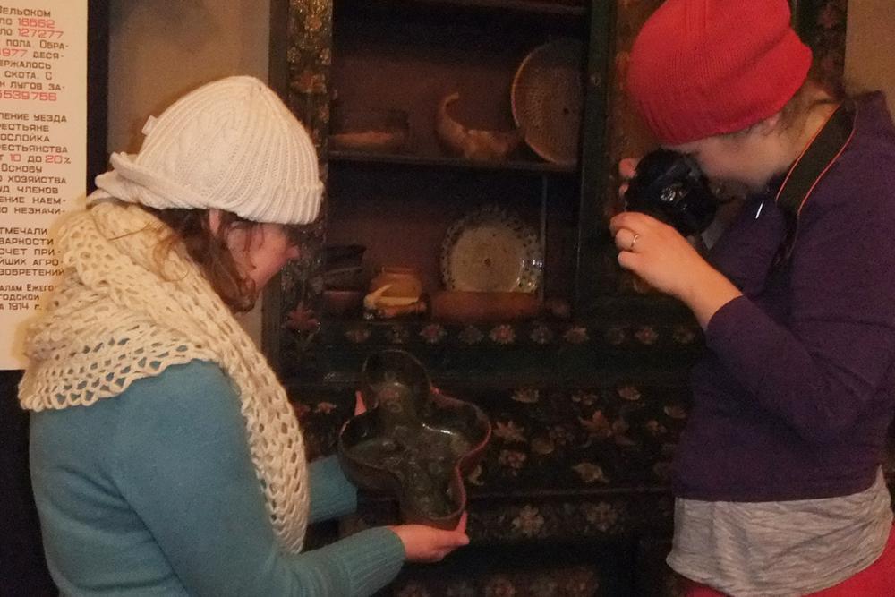 Фотофиксация народной керамики на экспозиции Верховажского краеведческого музея