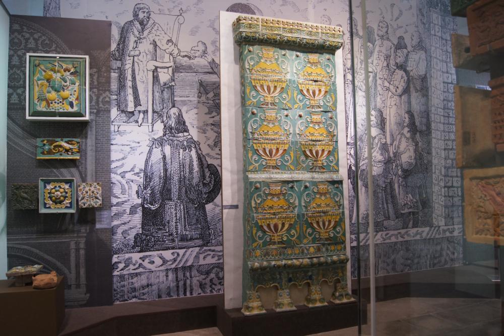 Фрагмент изразцовой выставки МГОМЗ в Измайлово