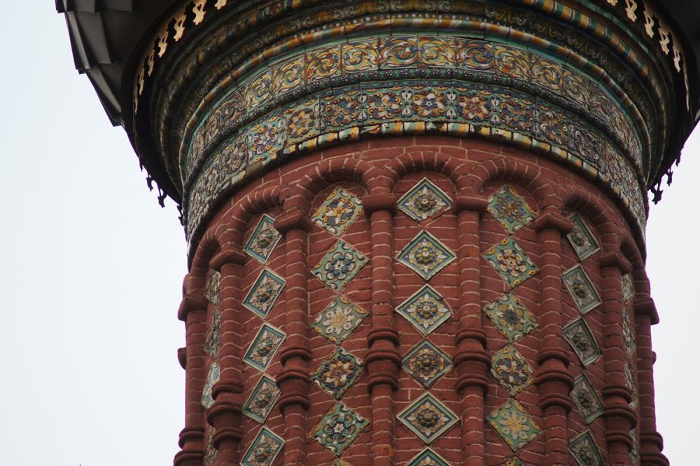 Изразцовый декор церкви Богоявления в Ярославле. 1684–1693 гг.