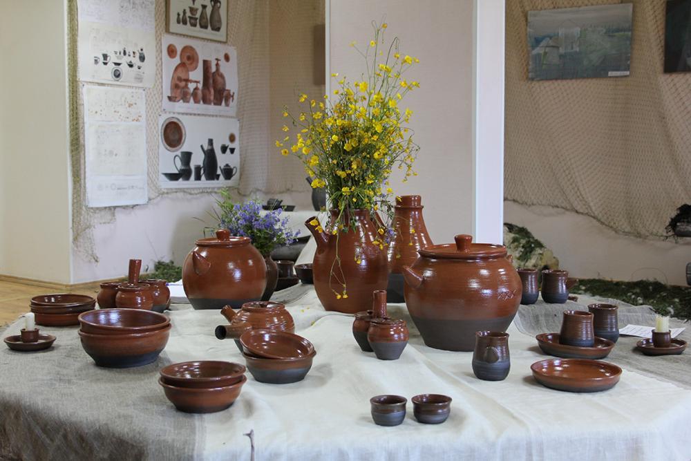 Сервиз студентов СПГХПА «Роговаленок» стал центром выставки