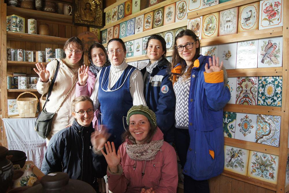 Сборная команда экспедиции с художником-керамистом Мишинцевой Н.Г.